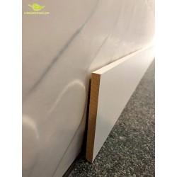 Plinthe bois revêtue en médium blanche